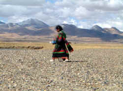 Girl in Tibet.JPG (55035 bytes)