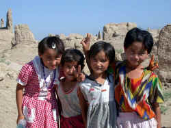 Uighur girls at Gaochang copy.JPG (51639 bytes)