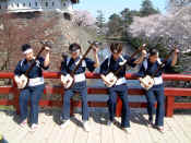 Shamisen players.JPG (69850 bytes)